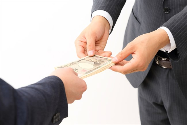 小切手を使った現金化を行っている業者の実態