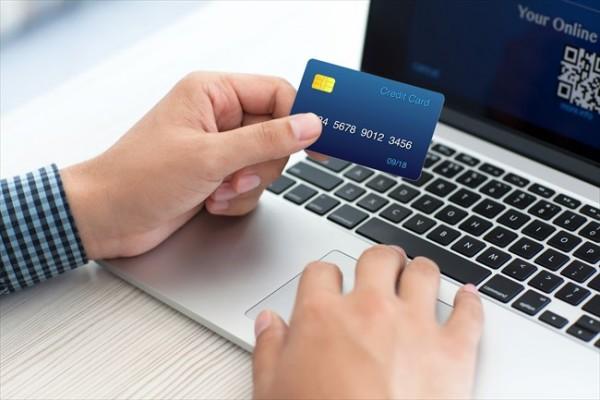 クレジットカードから現金を引き出す方法